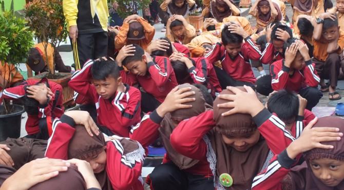 Ratusan pelajar SDN 01 Campago Ipuah mengikuti sosialiasi kesiapsiagaan bencana di yang dihelat Badan Penanggulangan Bencana Daerah (BPBD) Bukittinggi