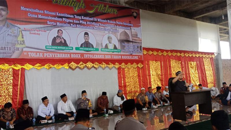 Tabligh akbar di Masjid Raya Kamang Baru, Kecamatan Kamang Baru, Kabupaten Sijunjung-Sumbar, Rabu 6 Februari 2019.