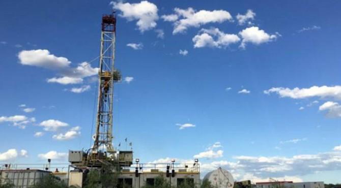The Elevation Resources rig pengeboran ditampilkan di lokasi pengeboran Permian Basin di Andrews County, Texas, AS pada 16 Mei 2016.