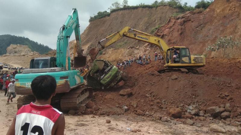 Kondisi longsor di tambang tanah clay Kampung Tanjung, Kelurahan Gunung Sariek, Kecamatan Kuranji Kota Padang