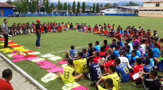 Seleksi pemain U-16 di Padang beberapa waktu lalu.