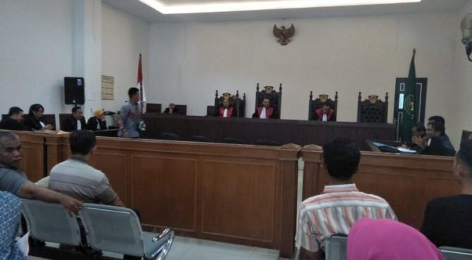 Saksi ahli dari KPHP Pessel, Mardianto di sela-sela persidangan kasus kerusakan Mandeh ke 13 di PN Kelas 1 A Padang