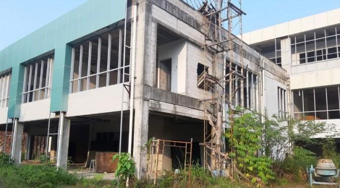 Bangunan RSUD M Zein Painan yang terbengkalai