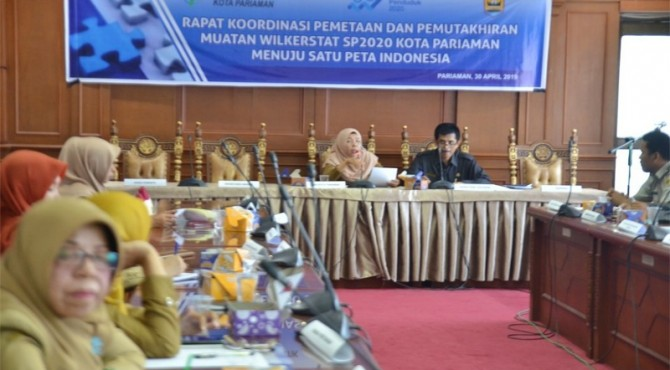 Kepala Dinas Kominfo Kota Pariaman Nazifah saat membuka Rapat Koordinasi Pemetaan dan Pemutakhiran Muatan Wilkerstat Sensus Penduduk (SP) 2020 Kota Pariaman