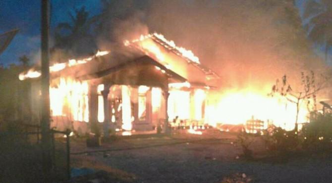 Kebakaran yang Menghanguskan Tiga Bangunan Milik Warga di Rao