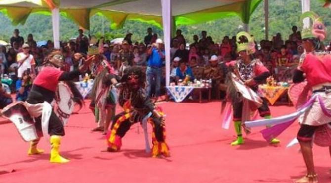 Penggelaran Seni Budaya saat pembukaan Festival Langsikau 2017