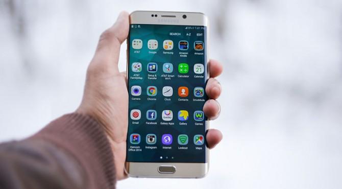 Samsung mengatakan beberapa penyebab berkurangnya laba termasuk penurunan permintaan chip memori untuk pusat data dari Amazon