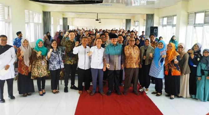 Kuliah umum bersama SKK Migas di Universitas Andalas Kampus II Payakumbuh, Jumat (12/4).
