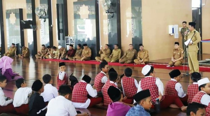 Wawako Solok�Reinier membuka seleksi 1000 Hafizh kota Solok di Masjid Agung Al-Muhsinin