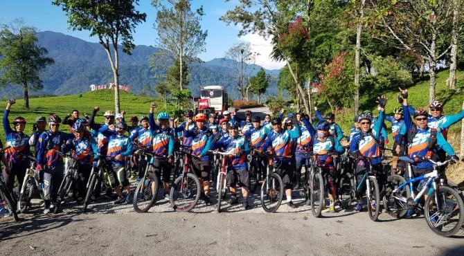 Komunitas SPBC foto bersama di lokasi kebuh teh, Alahan Panjang. Kabupaten Solok