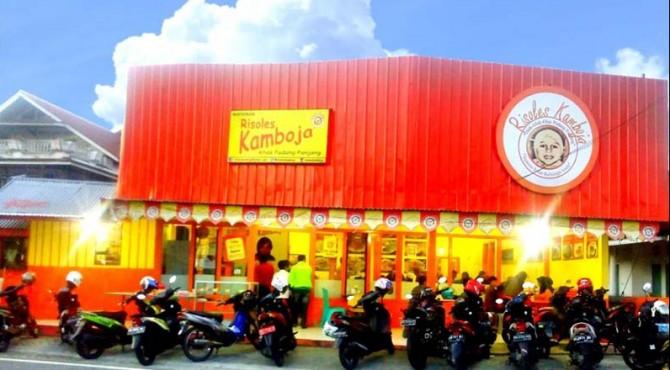 Resto Risoles Kamboja di Padang Panjang.