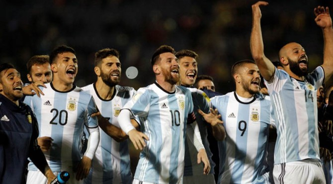 Selebrasi para pemain Argentina setelah lolos ke Piala Dunia 2018.