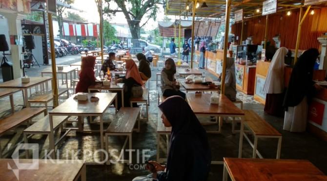 Rajo Corner merupakan salah satu tempat nongkrong dan diskusi yang lagi asyik di Kota Padang