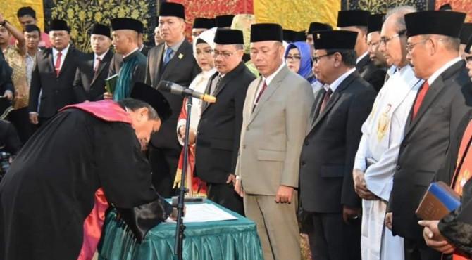 Pelantikan 45 anggota DPRD Padang terpilih