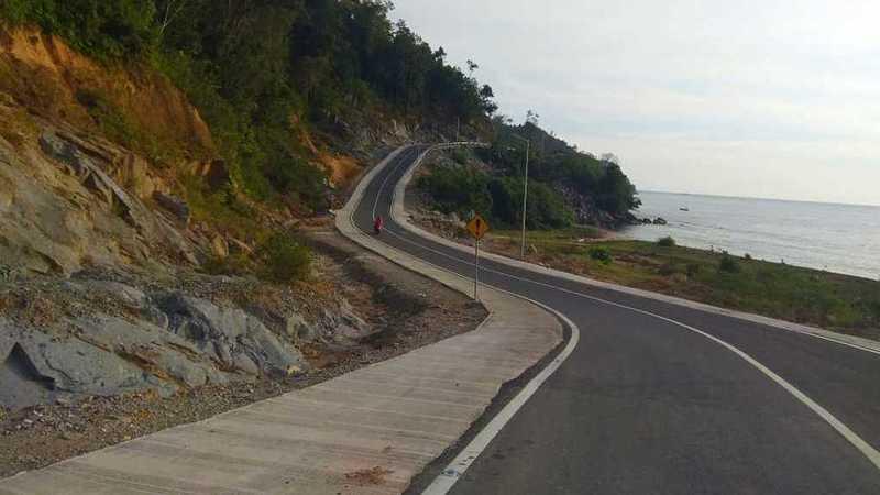 Ruas jalan menuju kawasan Mandeh