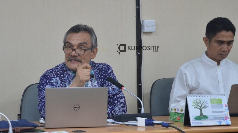 Ketua Majelis Guru Besar Universitas Andalas Prof. Fauzan Azima dan WR II Unand Prof. Syafrizal