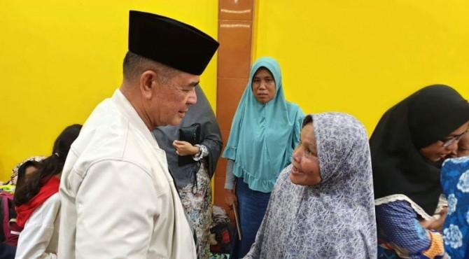 Wagub Sumbar Nasrul Abit saat mengunjungi warga Minang di Papua