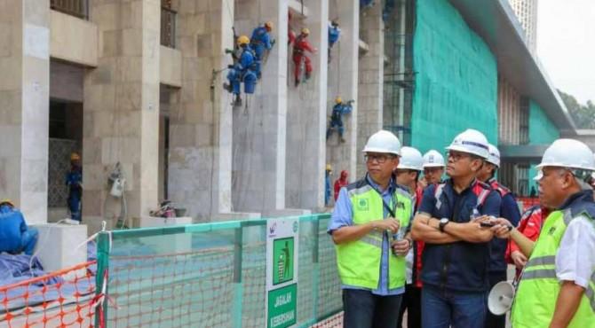 Menteri PUPR Basuki Hadimuljono meninjau renovasi Masjid Istiqlal, Jakarta