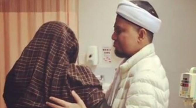 Muhammad Alvin Faiz, putra ustaz kondang Arifin Ilham mengabarkan bahwa ayahnya tengah mengalami masa kritis.