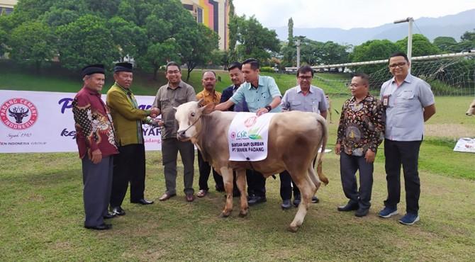 penyerahan hewan qurban di Lapangan Cubadak Indarung, Kamis (8/8/2019).