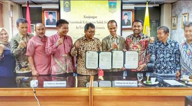 Pemerintah Kabupaten Solok Selatan diwakili Sekdakab Solsel Yulian Efi menandatangi Memorandum of Understanding (MoU) dengan pihak UI di Depok, Jawa Barat, Jum'at (27/9)