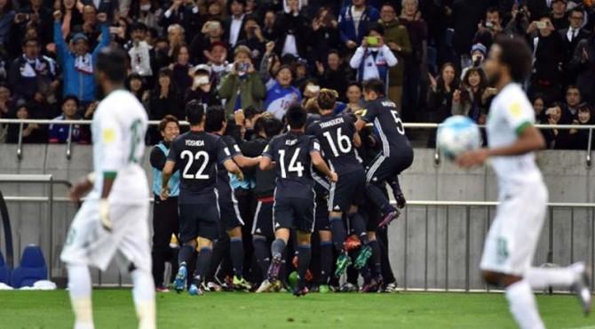 Skuat Jepang saat merayakan gol ke gawang Arab Saudi dalam kualifikasi Piala Dunia 2018.