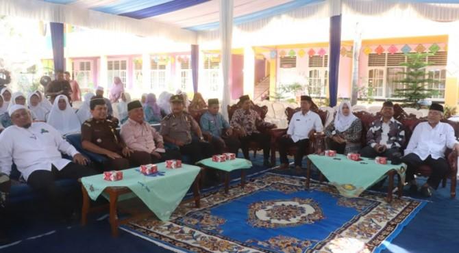 Penyambutan jamaah haji asal Kota Payakumbuh.