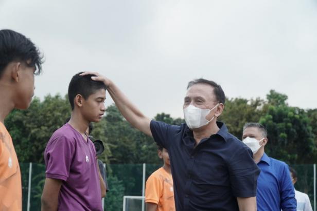 Ketum PSSI Mochamad Iriawan menyapa pemain Timnas U-16