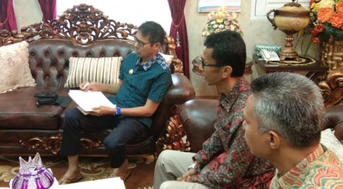 Gubernur Sumbar Irwan Prayitno menerima hasil pleno calon anggota DPRD Sumbar terpilih