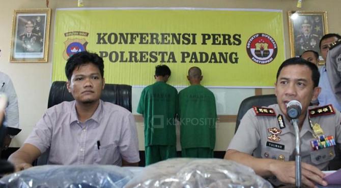 Dua tersangka pembunuhan terhadap driver ojek online pada bulan Juni 2018 lalu di Jalan Nipah, Padang dibekuk Polresat Padang.