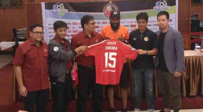 Semen Padang FC mengenalkan Didier Zokora sebagai marquee playernya.