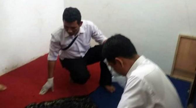 Polisi menyelidiki TKP pembakaran sajadah di Pasbar.