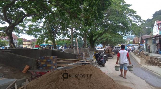 Pembangunan pedestrian kawasan Batang Arau