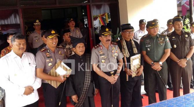 Foto bersama Kapolda dan Walikota Solok, Kapolres Solok Kota AKBP Doni Setiawan dan Ketua LKAAM Rusli Khatib Sulaiman