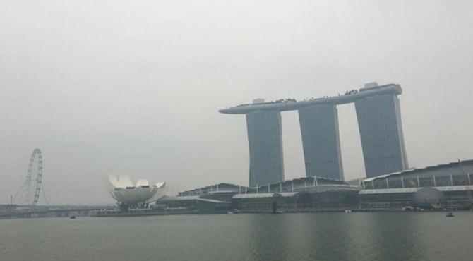 Kabut asap menyelimuti Singapura