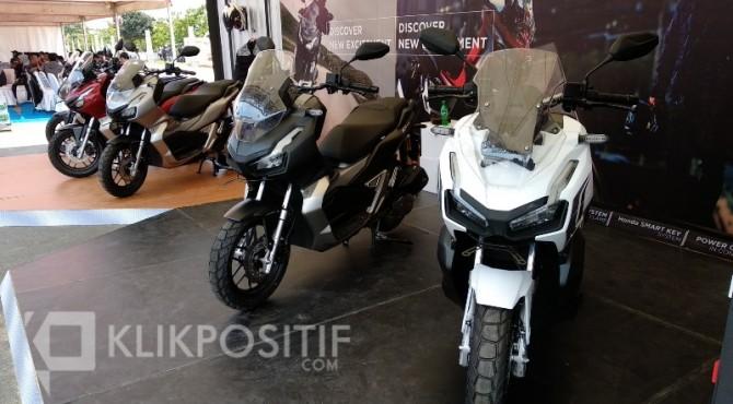 Motor Honda ADV150 yang dipajang saat peluncuran produk baru tersebut di Padang