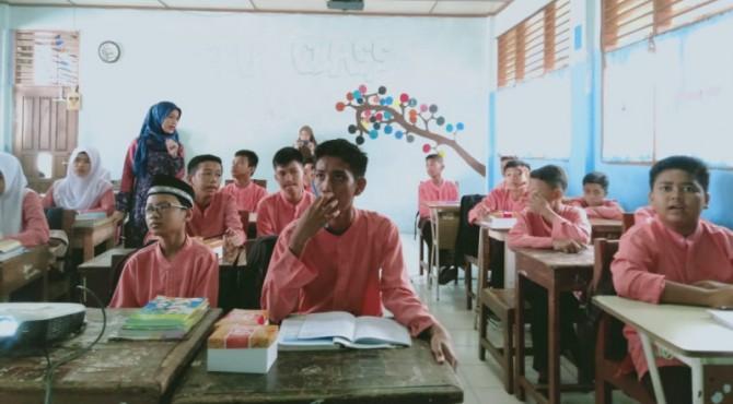 Dosen STKIP PGRI Sumbar berikan  jurnalistik kepada siswa SMPN 12 Padang , beberapa waktu lalu