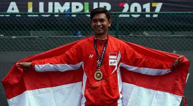Petenis Indonesia, Christopher Rungkat saat meraih medali emas.