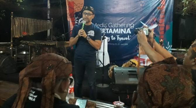 Unit Manager Communication & CSR PT Pertamina MOR I, Roby Hervindo memberikan kata sambutan saat menghadiri Media Gathering Pertamina MOR I Sumbagut di Bandung, Jumat, 21 Juni 2019.