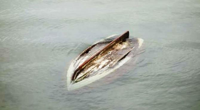 ilustrasi perahu terbalik