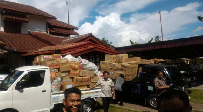Lokasi penggerebakan rumah yang tempat penyimpanan obatnya tak berizin di Padang.