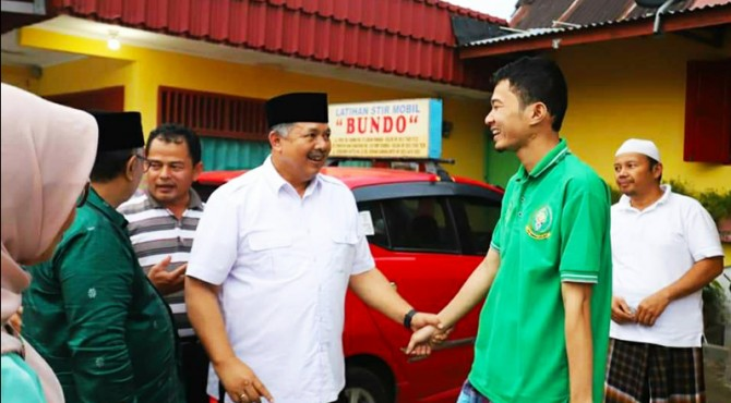 Wako Solok Zul Elfian ketika mengunjungi pemondokan kafilah peserta MTQ ke 38 di kota Solok.