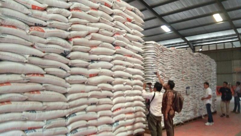 Stok beras di gudang Bulog Mata Air, Kota Padang