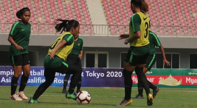 Timnas Wanita Indonesia saat melakukan latihan