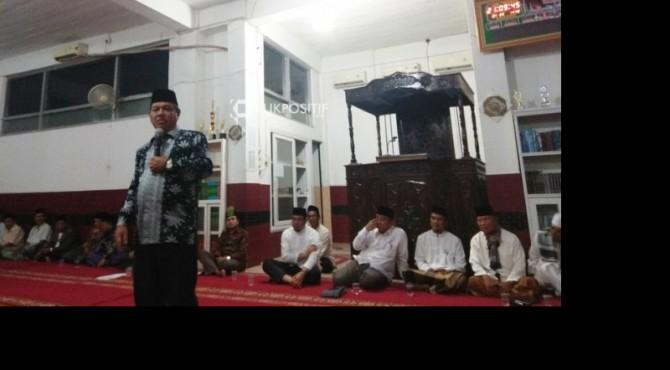 Ustaz Sofwan Diran menyampaikan ceramah agama disaksikan puluhan jemaah Masjid Al-Ikhlas dan Sekdaprov Sumbar Alwis beserta rombongan