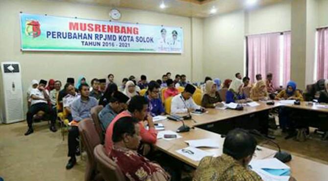 Jajaran Pemko Kota Solok tengah mengikuti Musrenbang Perubahan RPJMD Kota Solok Tahun 2016-2021