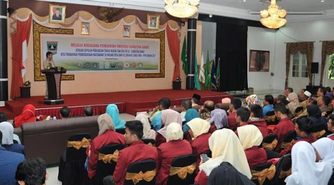 Gubernur Sumbar Irwan Prayitno Melepas Mahasiswa