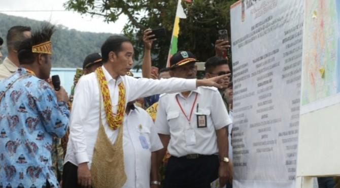 Presiden Jokowi saat mengunjungu Arfak