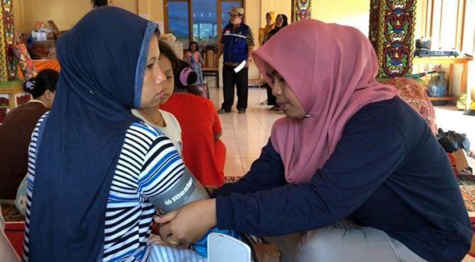 Dokter periksa kondisi kesehatan pengungsi