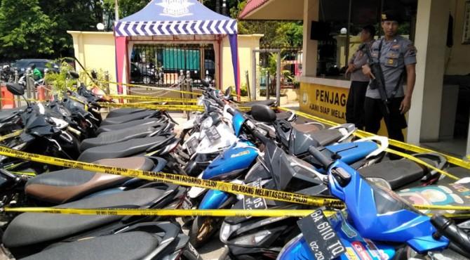 Kendaraan pelaku tawuran dan balap liar yang dikandangkan di Mapolresta Padang